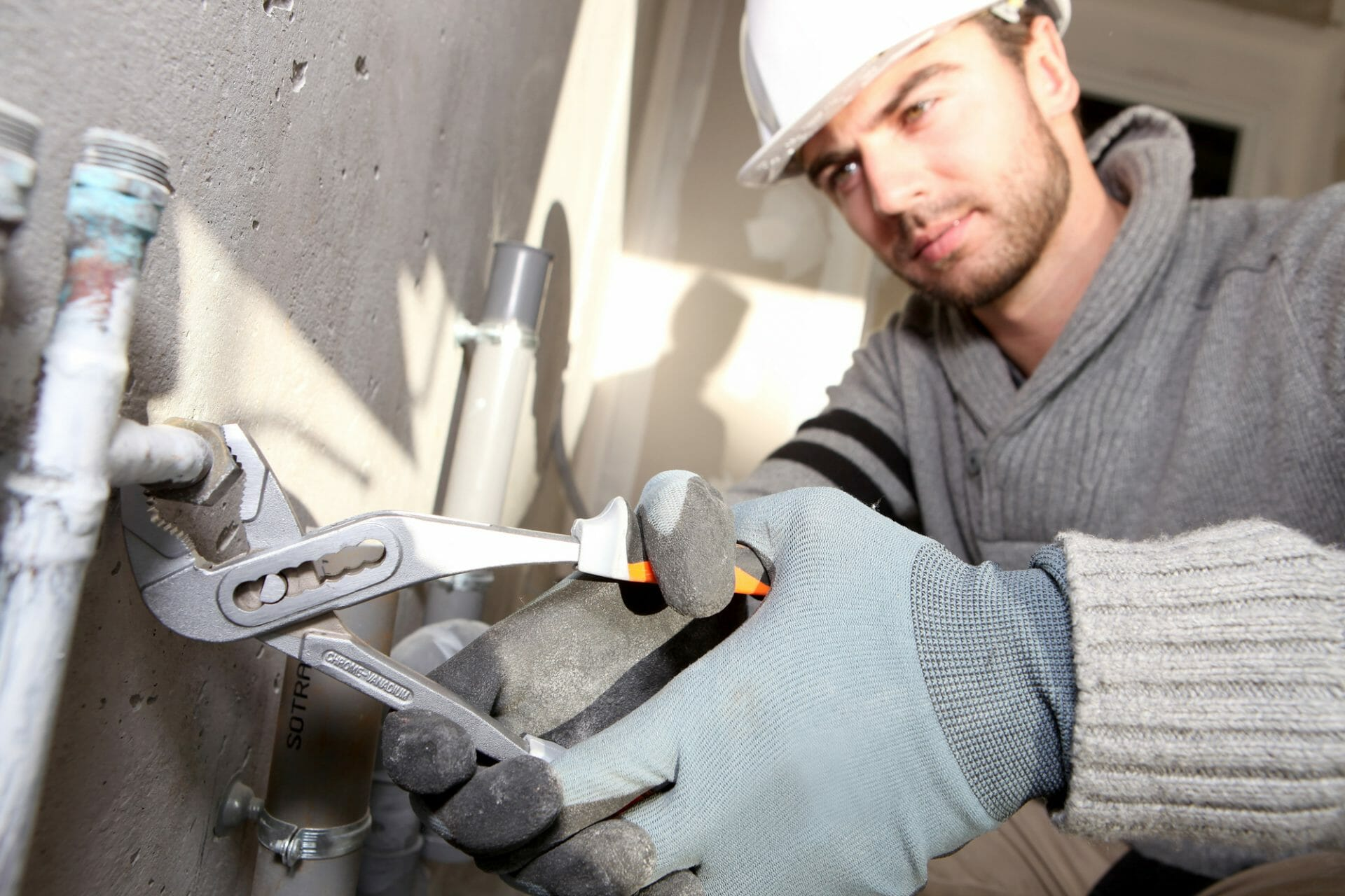 tradesman earn more than uni grads