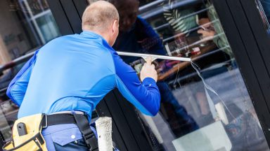 Do Window Cleaners need insurance?